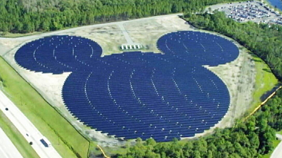 Huge New 500 000 Panel Solar Farm To Help Power Walt