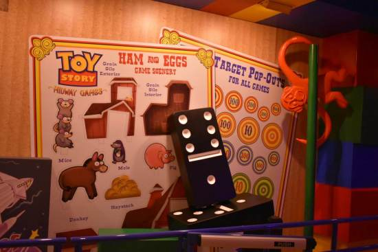 Toy Story Mania Queue - Dominos