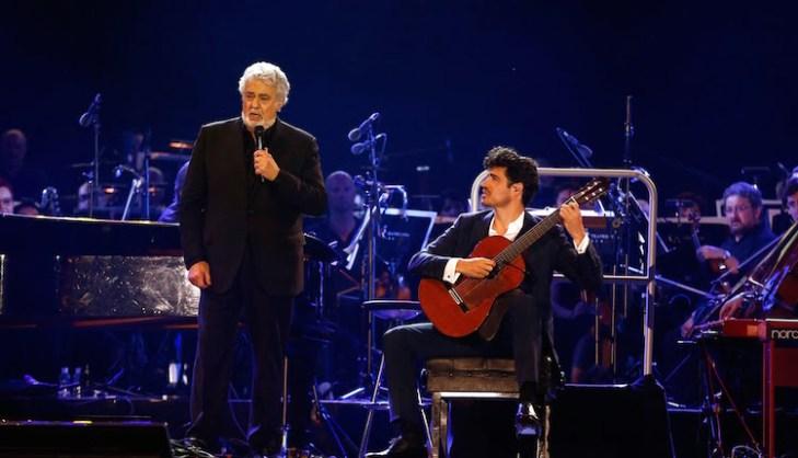 Pablo Sainz Villegas performs with Placido Domingo on stage