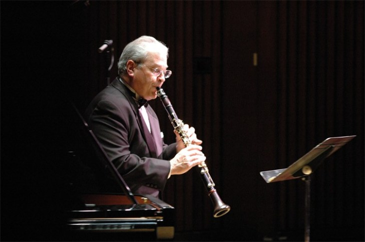 David Shifrin performing a sonata on stage