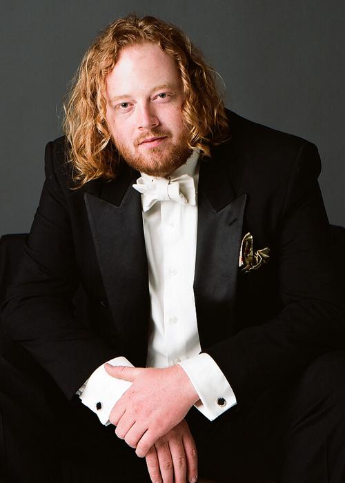 Edwin Huizinga press picture with white tie tuxedo