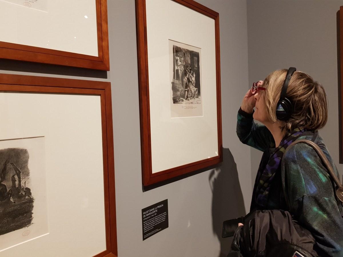 Eugene Delacroix, Visitatrice guarda un quadro