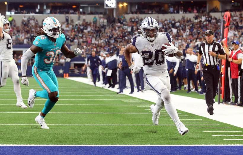 """Tony Pollard Steals Zeke's """"Closer"""" Role Against the Miami Dolphins 1"""