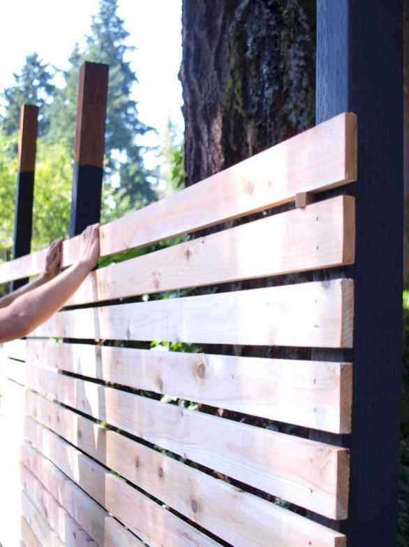15 DIY Backyard Privacy Fence Design Ideas on A Budget