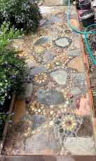 05 Beautiful DIY Mosaic Garden Path Decorations For Your Landscape Inspiration