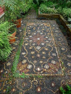 12 Beautiful DIY Mosaic Garden Path Decorations For Your Landscape Inspiration