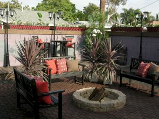 12 Easy Backyard Fire Pit with Cozy Seating Area Ideas