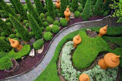 13 Fabulous Garden Path and Walkway for Front and Backyard Ideas