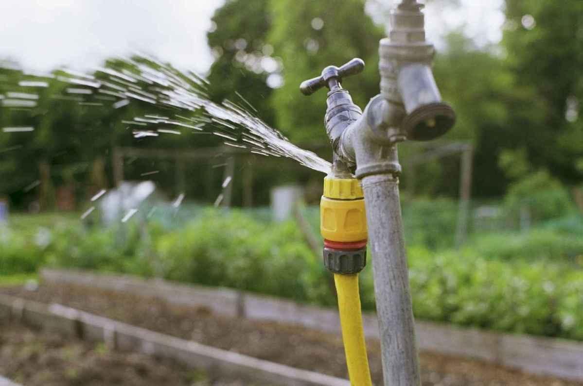 22 Inspiring Faucet Garden Decor for Front and Backyard Ideas