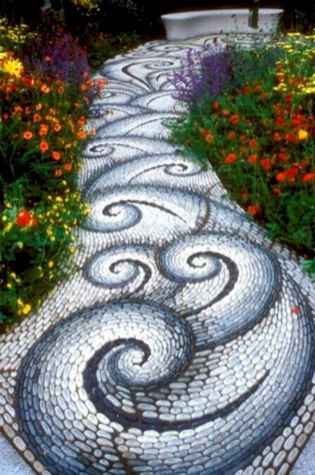 32 Beautiful DIY Mosaic Garden Path Decorations For Your Landscape Inspiration