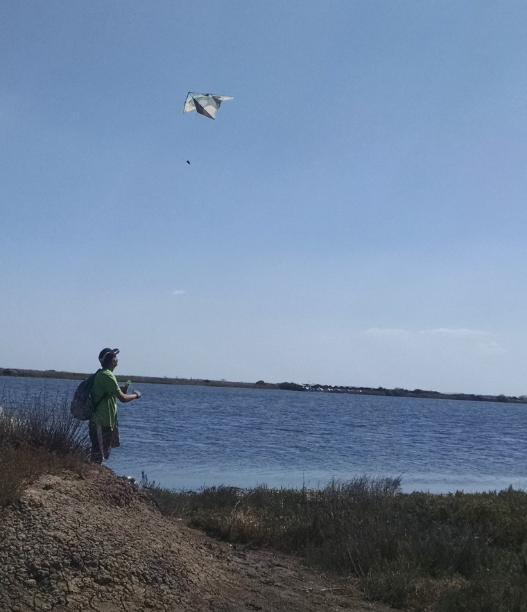 Stefan ivanov launches a kite from rubissh
