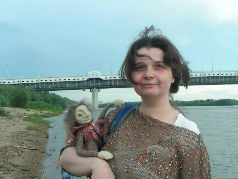 Yaroslava bykova with a puppet of Francois Villon