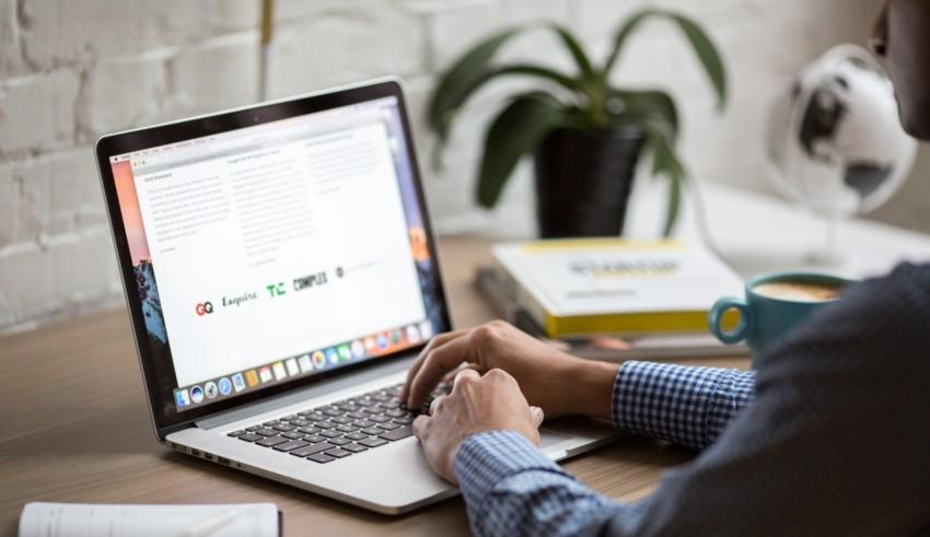 Keunggulan e-procurement dibanding pengadaan barang dan jasa secara konvensional
