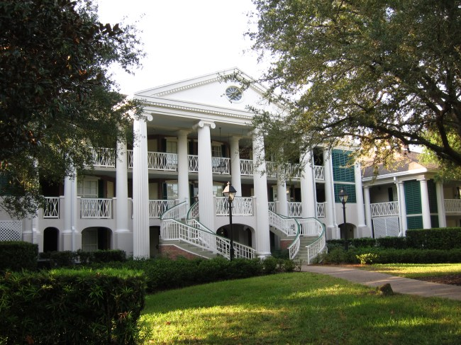 The buildings at Disney's Port Orleans Riverside Resort look like large, sprawling southern-style mansions.