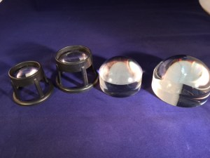 Stand magnifiers:two standard, and two dome-shaped Bright field