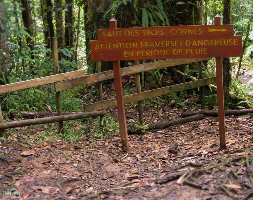 Cascade-saut-des-trois-cornes-panneau