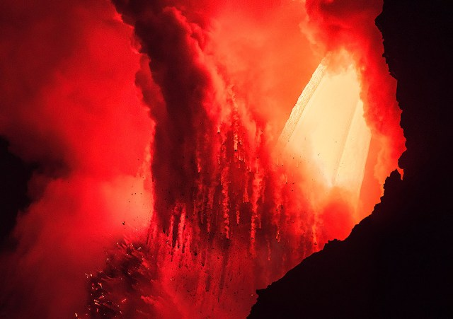 Fiery: Volcano Photography by Francisco Negroni | Daily design ...