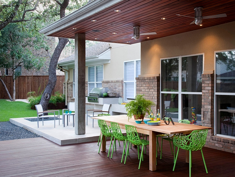 minimalist backyard dining area