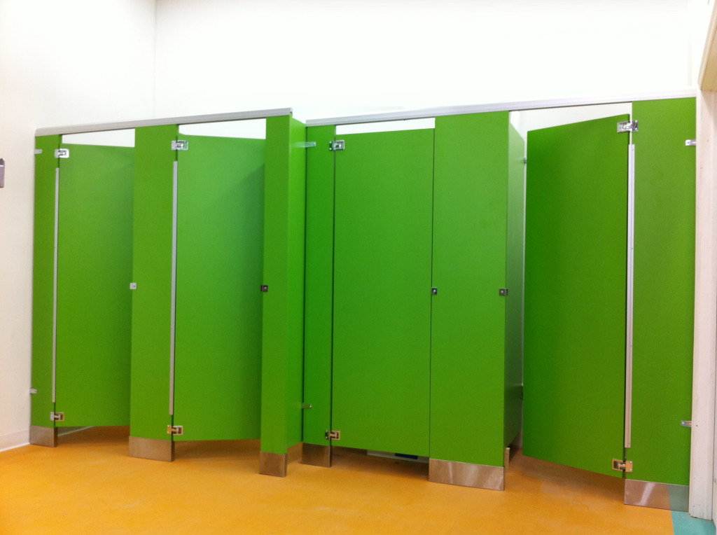 plastic bathroom partitions