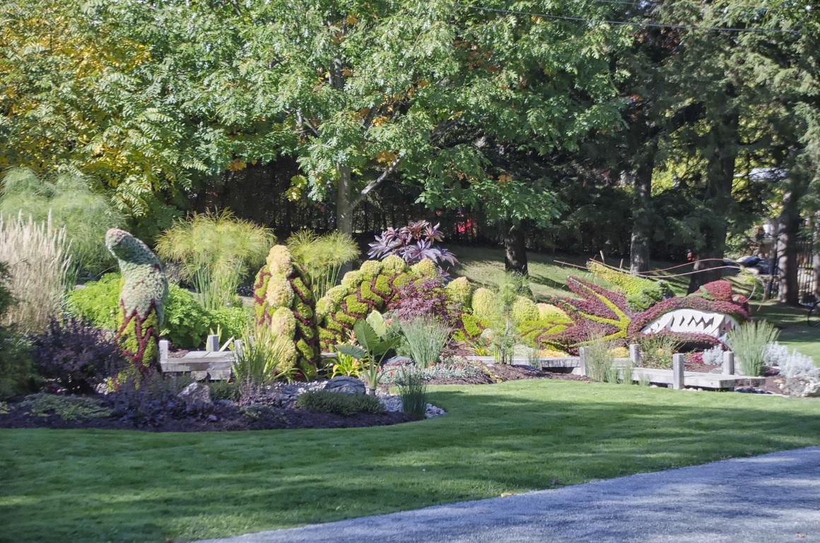 backyard landscaping ideas and backyard makeover ideas
