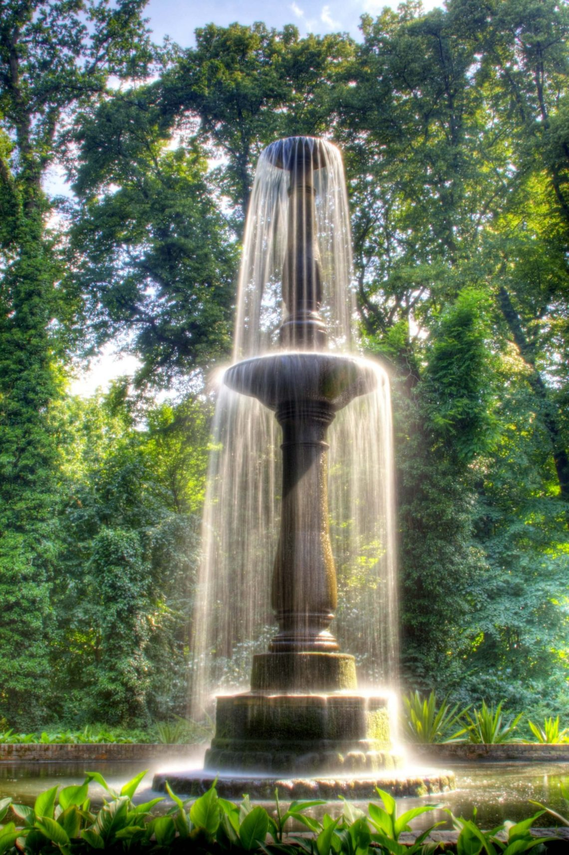 large modern outdoor fountains