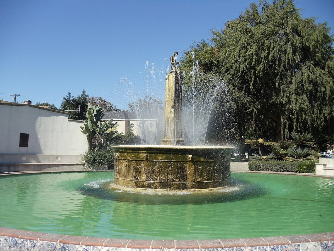outdoor fountains solar