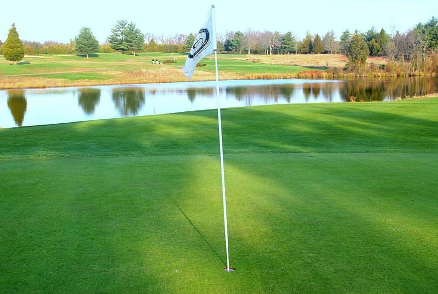 green putt putting surface golf course