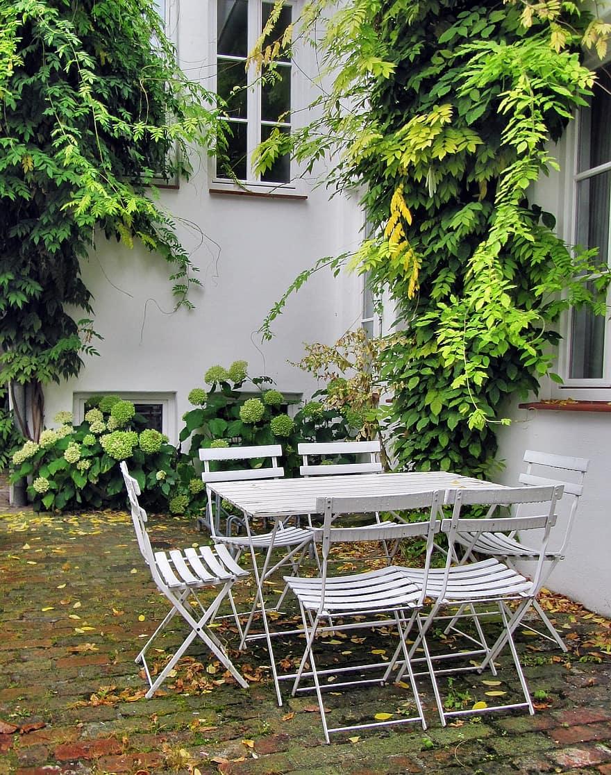 garden garden furniture garden chairs backyard idyll idyllic grun weis rank growths white house wall