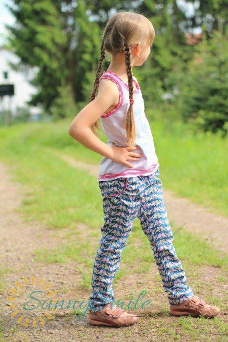 AVITA Papierschnittmuster bienvenido colorido - Hose Kinderkleidung selber nähen