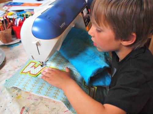 Schultüte Inhalt Ideen Selbermachen und nähen - Auch Kinder können leichte Arbeitsschritte unter Anleitung schaffen und somit auch ein Teil dazu beitragen..