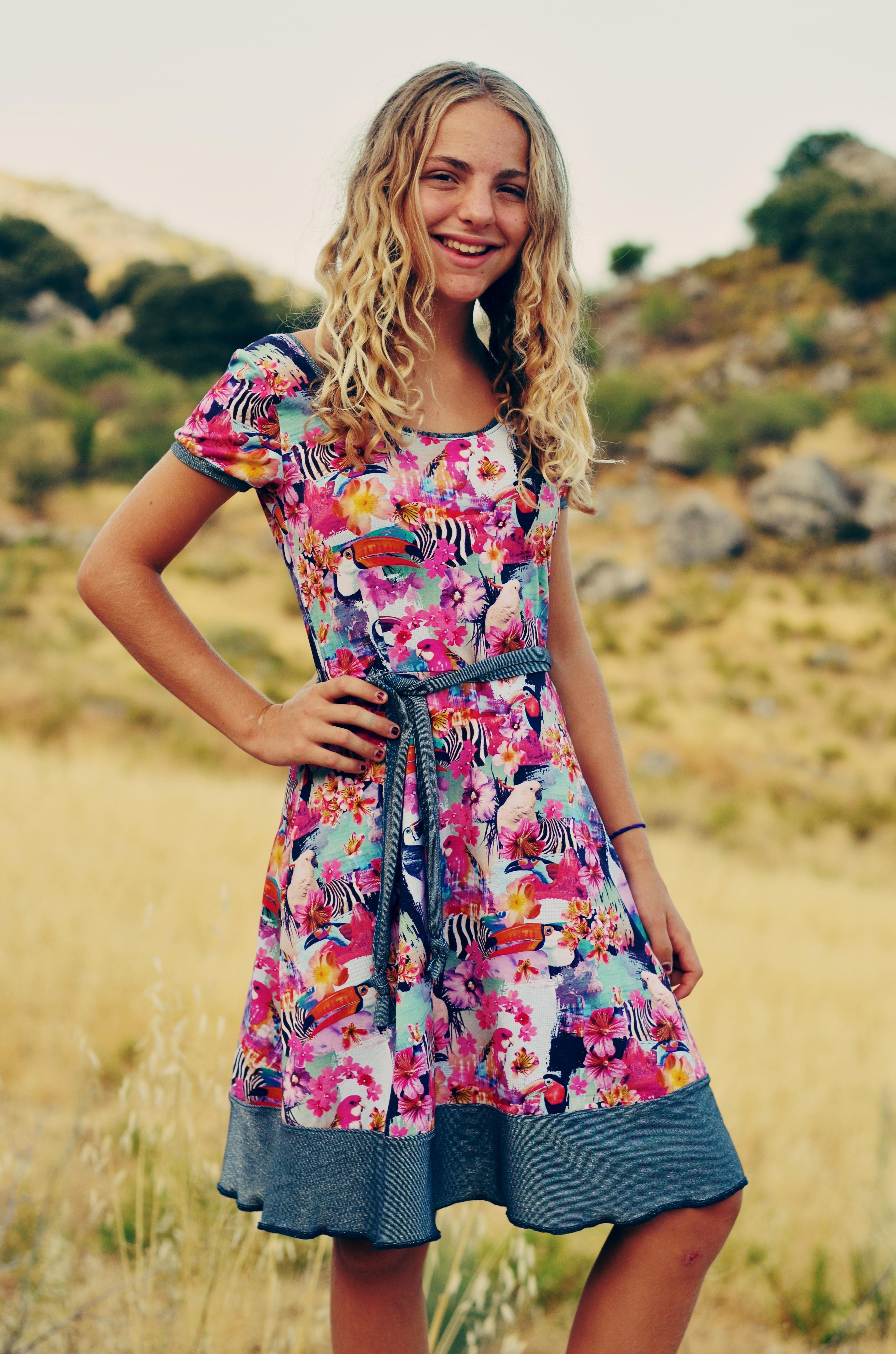 Nuria-Jerseykleid-farbenmix-bienvenido-colorido_Ebook-Kleid_Schnittmuster-Kleid-Teenager