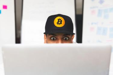 shocked-bitcoin-investor-on-laptop