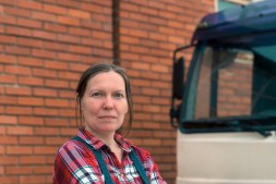 The Pros and Cons of Being A Female Truck Driver In 2020