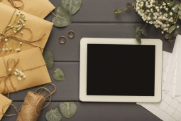Online Invites Vs Traditional Invites Why Online Is The New Trend