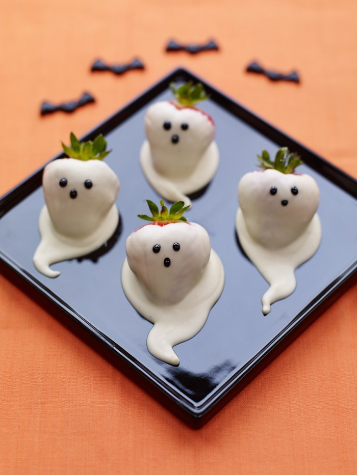 halloween chocolate dipped strawberry ghosts