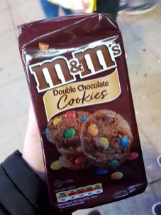 Kingdom of Sweets London - M&M cookies