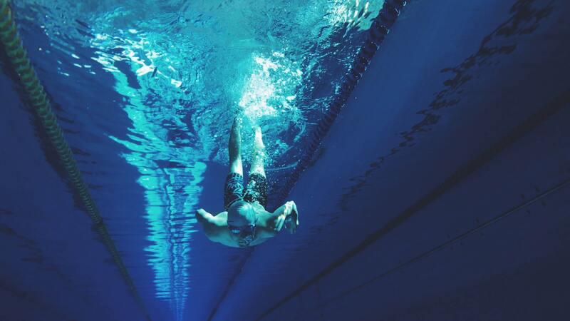 nageur en apnée, qui bloque sa respiration