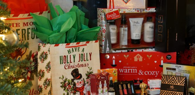 The 25 Days of Christmas Gift Guide and Giveaway