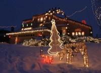 31 Exterior Christmas Decorating Ideas