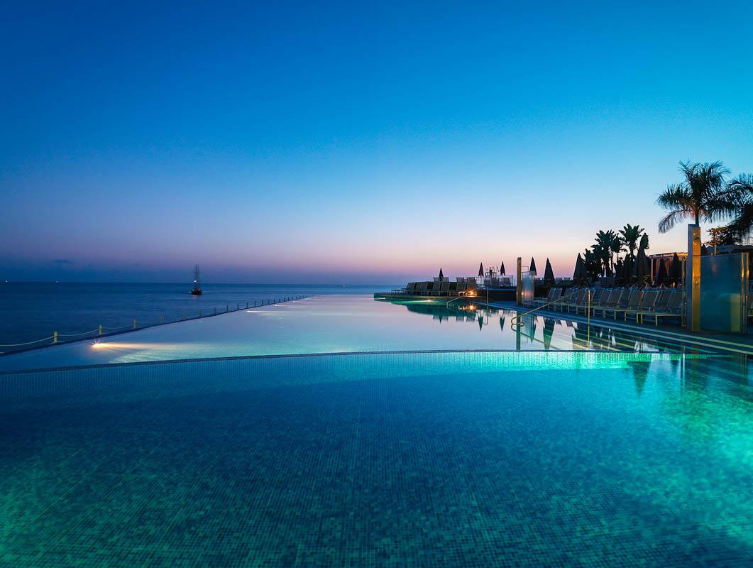 Infinity Pool A Swimming Pool That Has No Limits  InspirationSeekcom