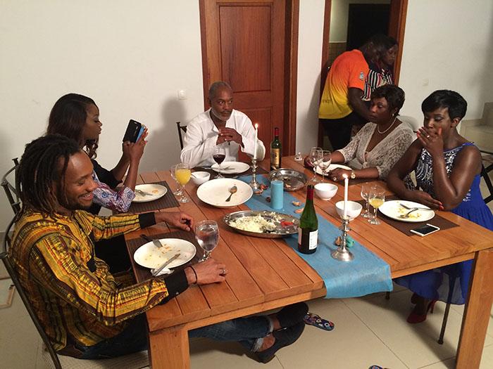 Sur le tournage, la famille Kalou