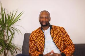 SINGUILA, LE ROSSIGNOL AFRICAIN QUI DÉTECTE DÉSORMAIS LES TALENTS