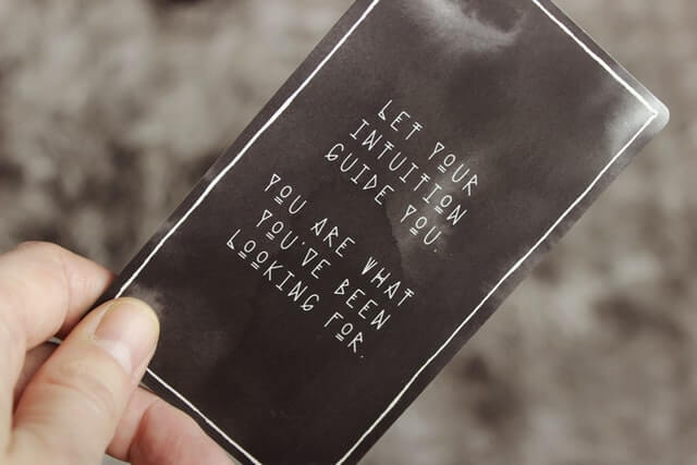 intuition-gut-brain-connection-black-card-be-your-guide