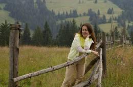 Юлія Джугастрянська, філолог, член Спілки письменників –про книговидання традиційне та цифрове