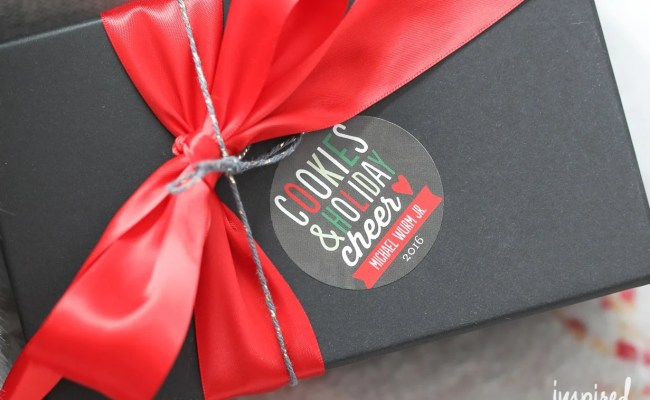 Personalized Holiday Gift Wrap Ideas