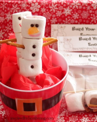 Easy Christmas Party Favor: Build Your Edible Snowman Kit