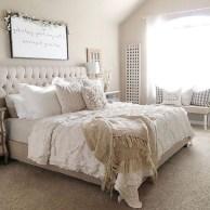 48+ beautiful Farmhouse Style Master Bedroom Ideas 38
