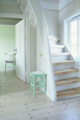 17+ Cool Stairs Design Ideas For Small Space (15)