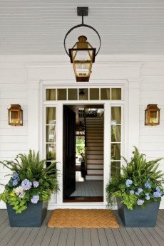 25+ Awesome Farmhouse Exterior Front Door Ideas (16)