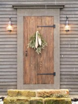 25+ Awesome Farmhouse Exterior Front Door Ideas (2)